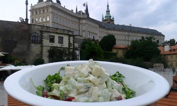 loveg_salad_prague_eating_prague