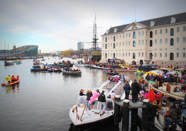 Maritime Museum and NEMO - Sinterklaas parade - Amsterdam