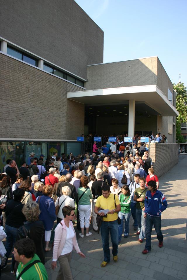 Van-gogh-museum-queues-amsterdam