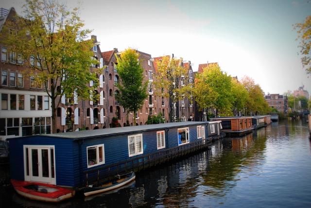 modern ark houseboat amsterdam