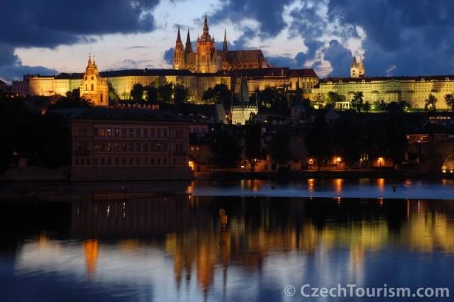 prague_castle_czech_tourism_eating_prague