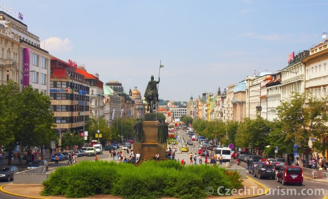 wenceslas_square_czech_tourism_eeating_prague