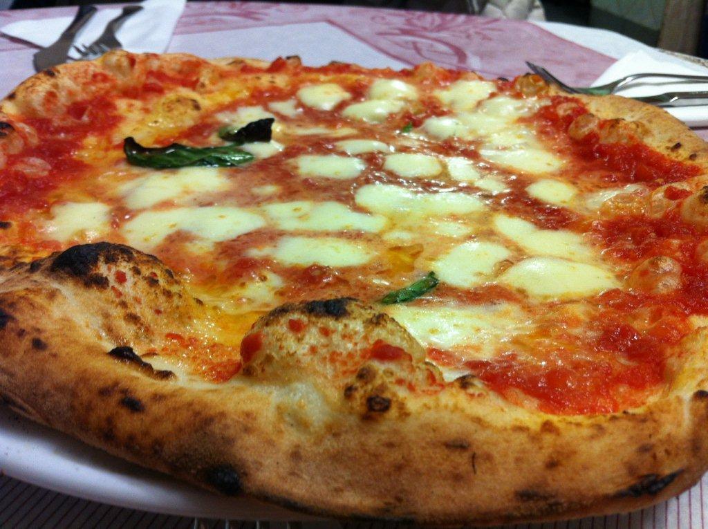 naples-food-italy-pizza-travel