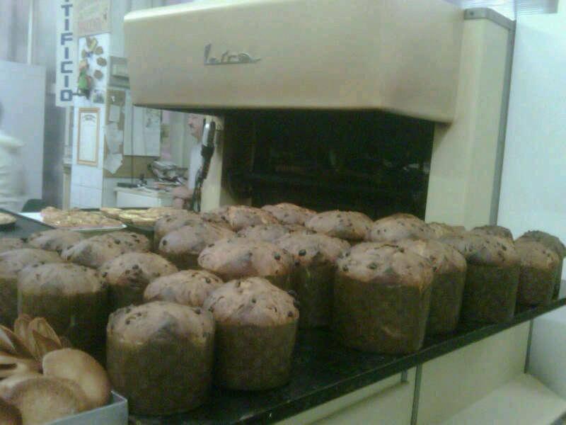 Freshly baked panettone at Biscottificio Innocenti