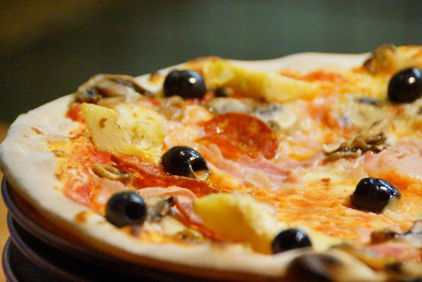 Crisp and crunchy Romana pizza